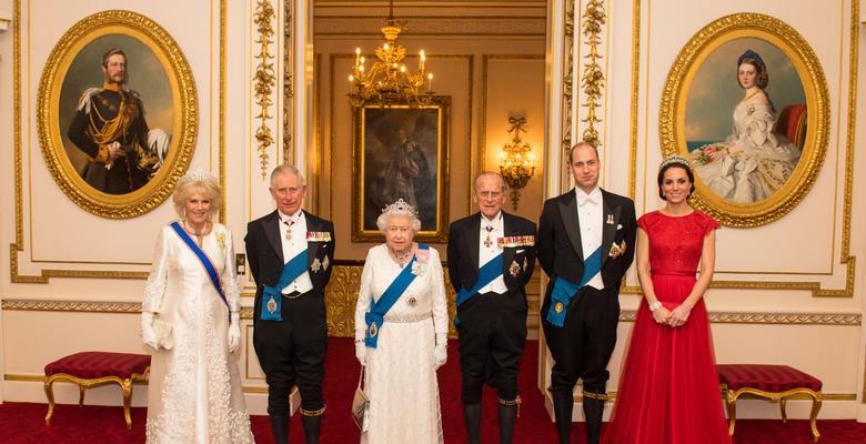 В каких замках и дворцах живут члены британской королевской семьи   Коммерсантъ UK