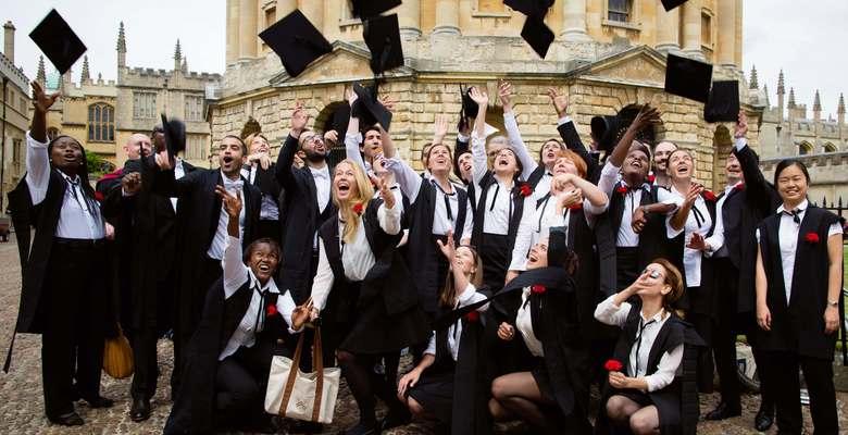 Куда пойти учиться: 7 различий между Оксфордом и Кембриджем ...