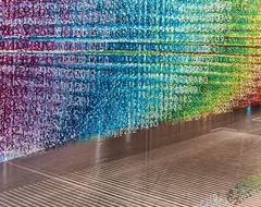 «Кусочки времени»: красочная инсталляция художницы Эммануэль Муро в Гринвиче